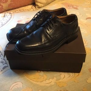 Florsheim black dress shoes with laces. Size 8